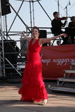 歌剧歌手达尼埃拉schillaci (斯卡拉大剧院,意大利)女高音,在露天舞台 免版税库存图片