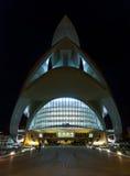 以歌剧院为特色的巴伦西亚都市风景在晚上,在艺术集中 库存图片