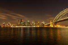 歌剧院和港口桥梁在悉尼 库存图片