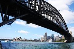 歌剧院和港口桥梁 库存图片