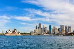 歌剧院和CBD从Kirribilli在悉尼,澳大利亚 免版税图库摄影