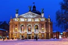 歌剧院在利沃夫州夜 免版税图库摄影