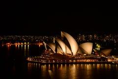 歌剧院在晚上 库存照片