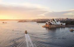 歌剧院,悉尼市CBD地标港口waterfro的 免版税库存图片