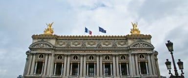 歌剧Garnier在巴黎(自白天) 免版税库存照片