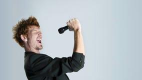 歌唱家在工作室 免版税库存图片