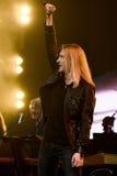 歌手伊冯Aleksander伊凡诺夫在阶段执行在维克托Drobysh第50个年生日音乐会期间在巴克来中心 库存图片