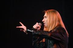 歌手伊冯Aleksander伊凡诺夫在阶段执行在维克托Drobysh第50个年生日音乐会期间在巴克来中心 图库摄影