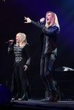 歌手伊琳娜Allegrova和伊冯在阶段执行在维克托Drobysh第50个年生日音乐会期间在巴克来中心 库存照片