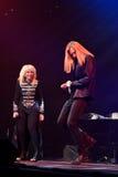 歌手伊琳娜Allegrova和伊冯在阶段执行在维克托Drobysh第50个年生日音乐会期间在巴克来中心 库存图片