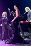 歌手伊琳娜Allegrova L和斯拉娃R在阶段执行在维克托Drobysh第50个年生日音乐会期间在巴克来中心 库存图片