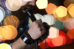 歌手唱歌阶段光 库存照片