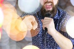 歌手唱歌阶段光 库存图片