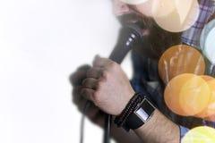 歌手唱歌阶段光 免版税图库摄影
