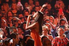 歌手扎拉在人人群执行在维克托Drobysh第50个年生日音乐会期间在巴克来中心 免版税库存图片