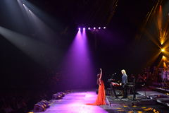 歌手扎拉在阶段执行在维克托Drobysh第50个年生日音乐会在巴克来中心 库存照片