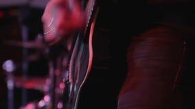 歌手执行一个俱乐部特写镜头 股票录像