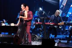 歌手斯拉娃L和Stas Piekha R在阶段执行在维克托Drobysh第50个年生日音乐会期间在巴克来中心 库存图片