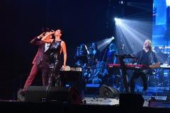 歌手斯拉娃L和Stas Piekha R在阶段执行在维克托Drobysh第50个年生日音乐会期间在巴克来中心 免版税库存图片