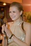 歌手,流行音乐小组的歌唱者鸡尾酒,凯瑟琳Symagina 免版税库存图片