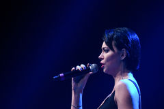 歌手Nastasia Samburskaya在阶段执行在维克托Drobysh第50个年生日音乐会期间在巴克来中心 免版税图库摄影