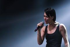 歌手Nastasia Samburskaya在阶段执行在维克托Drobysh第50个年生日音乐会期间在巴克来中心 免版税库存照片