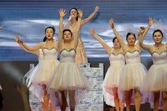 歌曲和舞蹈`飞行`的上面-妇女企业家商会庆祝 免版税库存照片