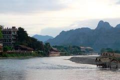 歌曲河在Vangvieng 图库摄影