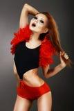 歌舞女郎。惊人的红色有意想不到的构成的头发亚裔妇女在Clubwear 库存照片