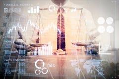 正义和法律概念 男性律师在有黄铜sca的办公室 免版税库存图片