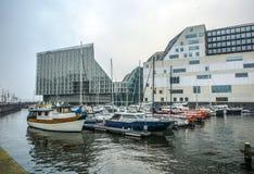 正义宫殿在阿姆斯特丹是西部IJ船坞一个新的地标  阿姆斯特丹-荷兰 免版税库存照片