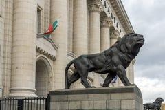 正义宫殿的狮子的雕象在市索非亚,保加利亚 免版税库存图片