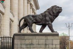 正义宫殿的狮子的雕象在市索非亚,保加利亚 免版税库存照片