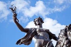 正义白金汉宫,伦敦,英国天使  库存图片
