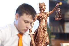 正义雕象和律师 图库摄影