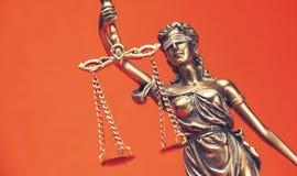 正义雕象-夫人正义或Iustitia,浓缩法律的法律 库存照片