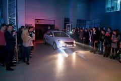 正式地开始卖新的模型Lada 库存图片