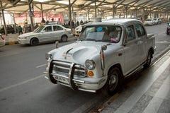 正式汽车在英迪拉・甘地国际机场 免版税库存图片