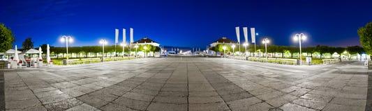 正方形在索波特中心在晚上-波兰 库存图片