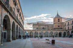 正方形在老中世纪城市 免版税库存图片