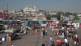 正方形在Eminonu,伊斯坦布尔,土耳其 免版税库存图片