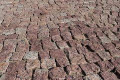 正方形标示用鹅卵石或石头路面、走道或者路 免版税库存图片