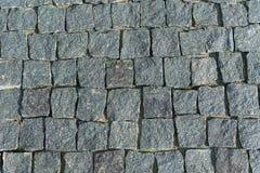 正方形标示用鹅卵石或石头路面、走道或者路 免版税库存照片