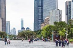 正方形的人们在广州市在春天 图库摄影