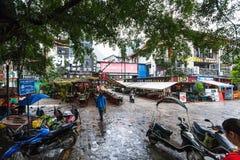 正方形的游人在阳朔镇在春天 免版税库存图片