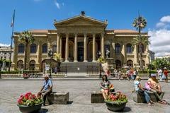 正方形的看法和马西莫剧院在巴勒莫 西西里岛 库存图片
