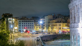 正方形看法在罗马斗兽场附近的照亮了在夜timelapse在罗马,意大利 股票录像