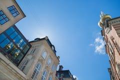 正统亚历山大・涅夫斯基教会和它的反射在w 免版税图库摄影