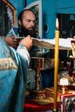 正统教士在地方教会里 免版税库存图片