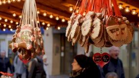 正面图圣诞节甜点装饰在德国市场上 免版税库存图片